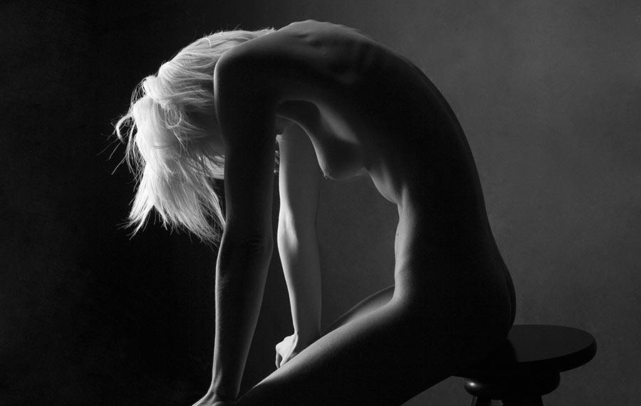 nu artistique en noir et blanc