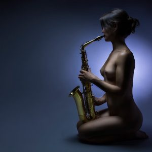 Musicienne nue