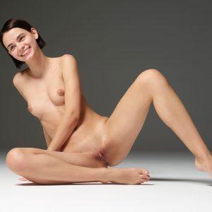 Modèle photo nue au sourire radieux - Ariel Hegre Art