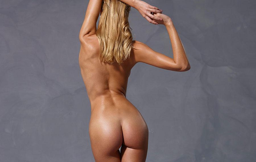 top model nue en studio
