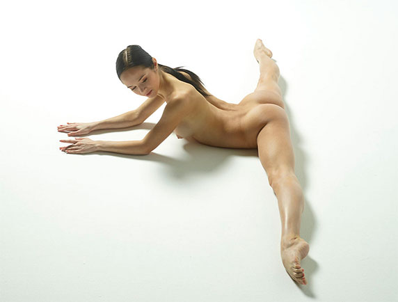 pose nue en Yoga