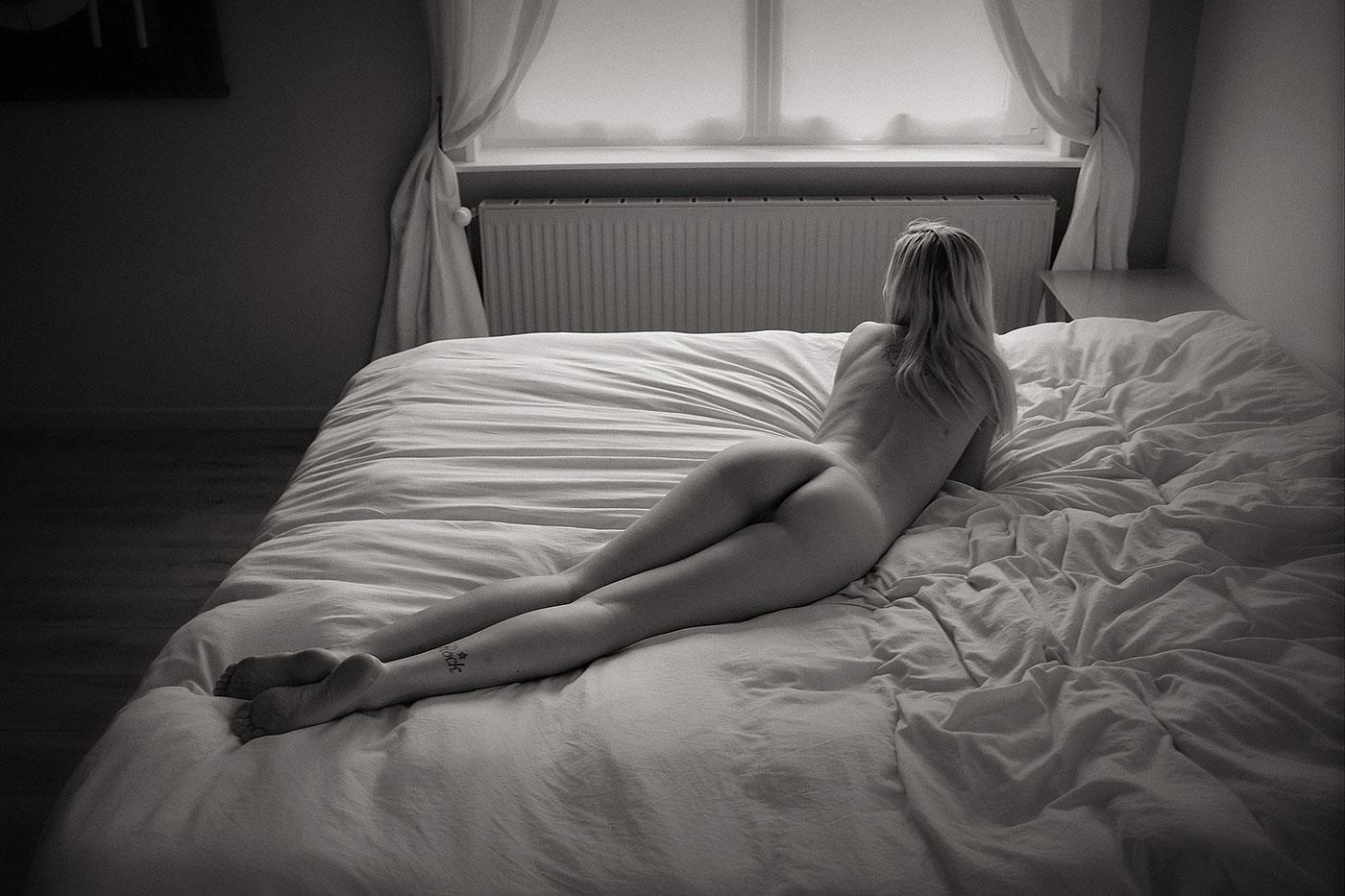 Femme nue en noir et blanc