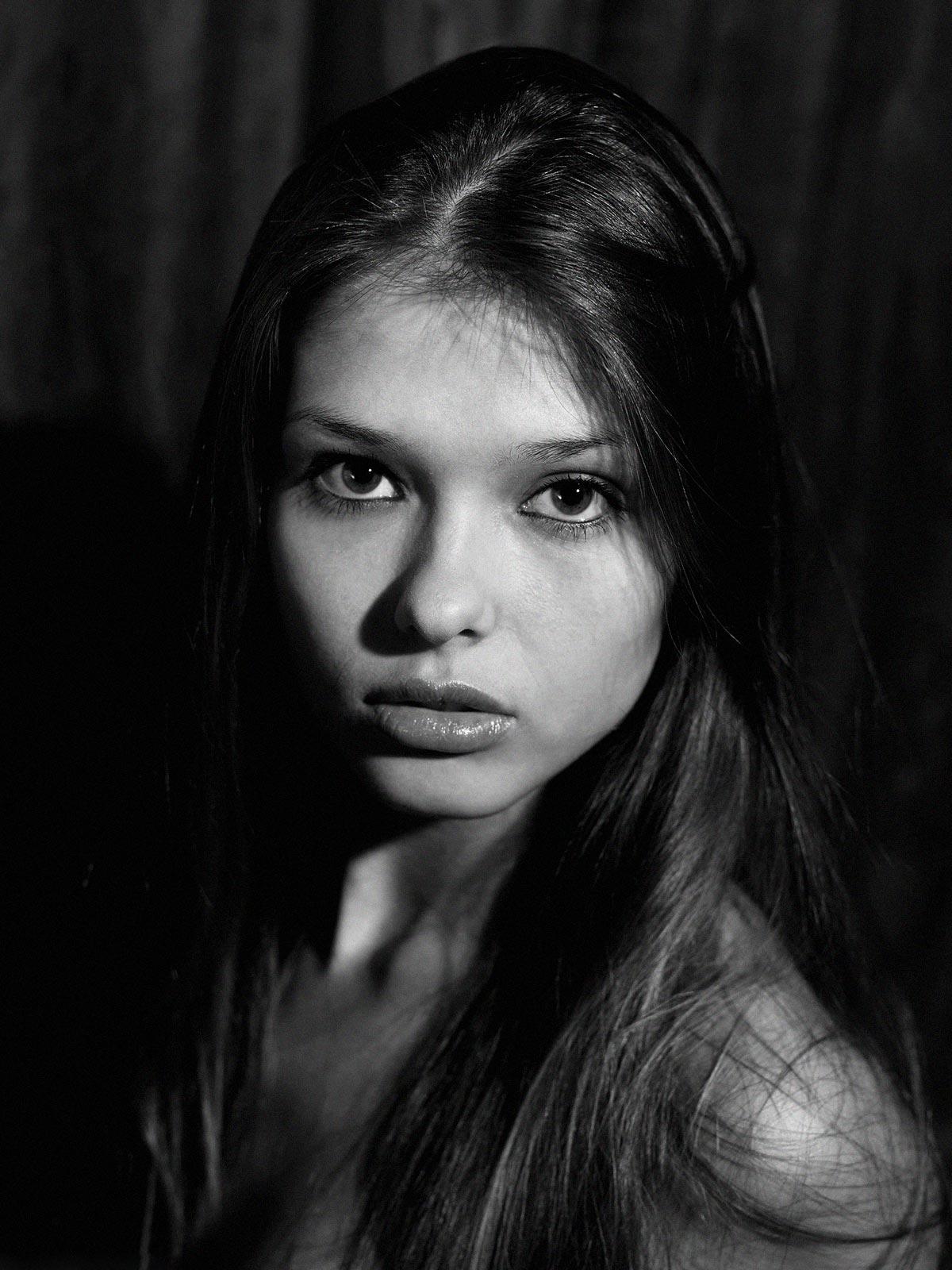 ZOYA HEGRE. Nu en noir et blanc (14 photos de nu)