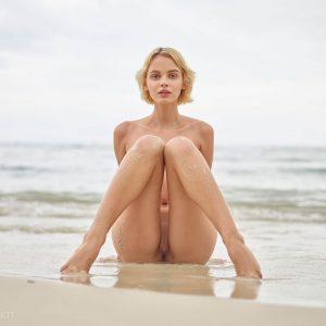 Les photos érotiques d'Ariel au bord de mer